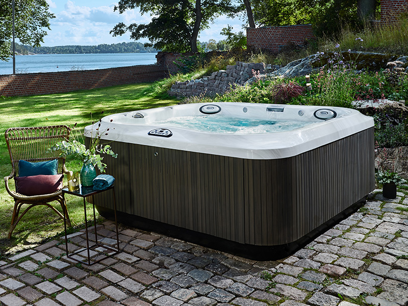 hot tub jacuzzi j300